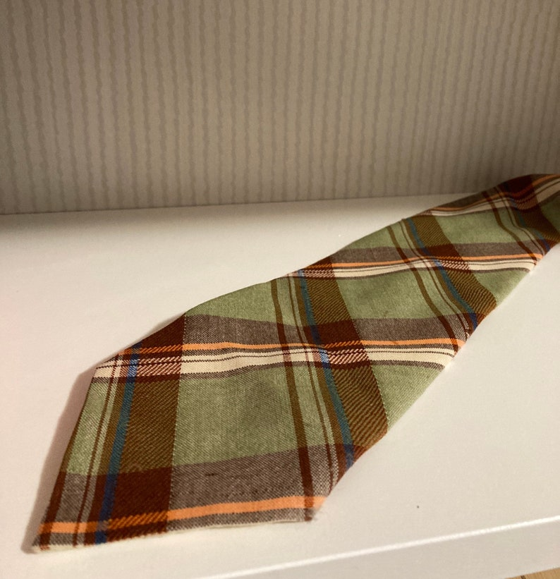Gorgeous tie with an absolutely classic look! Vintage Argyll Tie