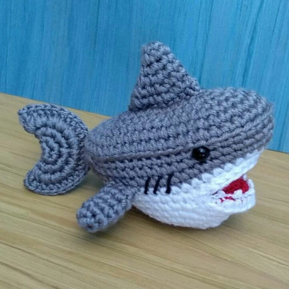 Ami Little Creature: Baby Shark doo doo... - FREE PATTERN & TUTORIAL | 571x570