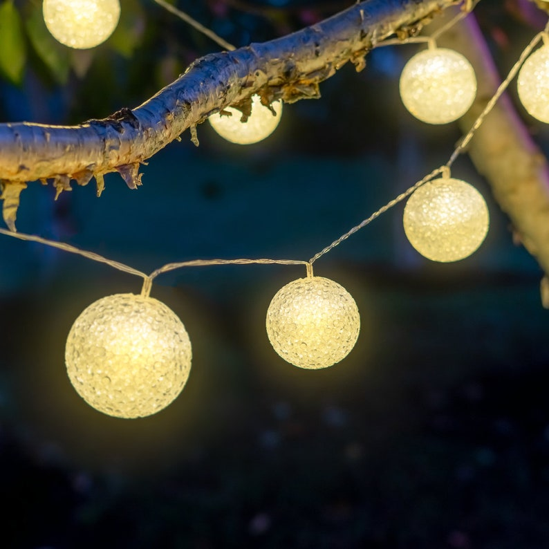 Solar LED Snowball Crystal-Like Globe String Lights