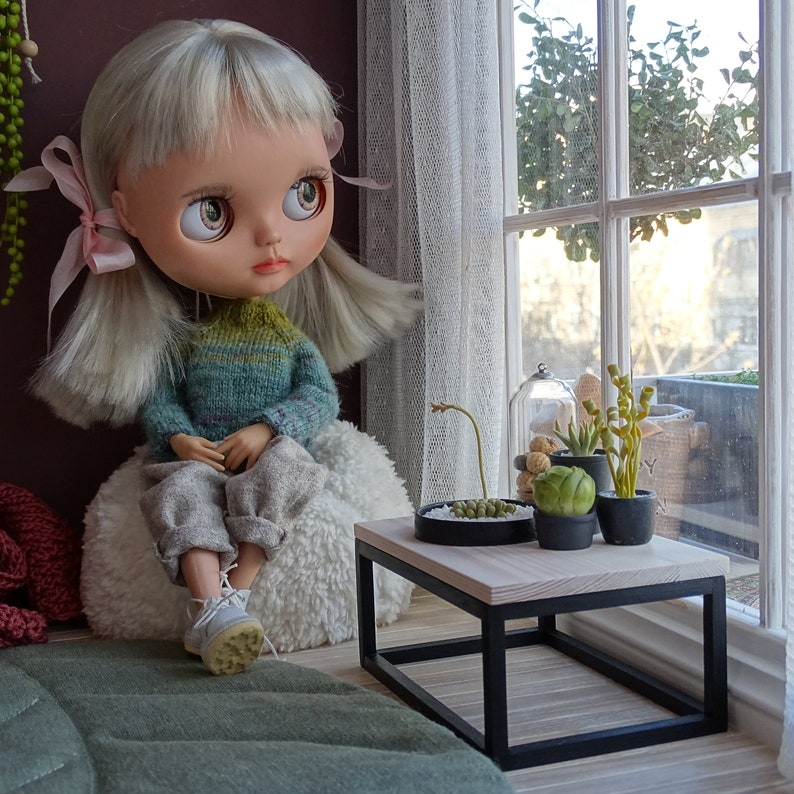 Dollhouse furniture miniature chair 16th scale