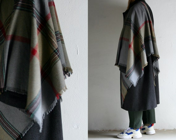 vintage checkered wool triangle wrap-scarf