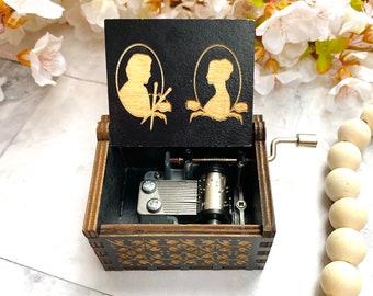 Outlander Music Box: TV Show Music Box - Outlander Fan Gift - Outlander Tv Show Gift - Custom Engrave Box - Outlander Gift