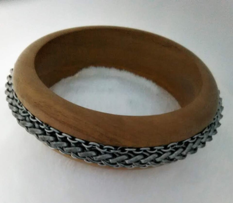 Vintage Wooden 1970/'s Bangle Bracelet Embossed with Silver Chain