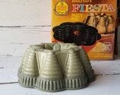 Vintage Bundt Pan - Fiesta Party Pan - Sage Green - Nordic Ware Bundt Pan - Avocado Green - Heavy Cast Aluminum Bundt Pan - Box Recipes