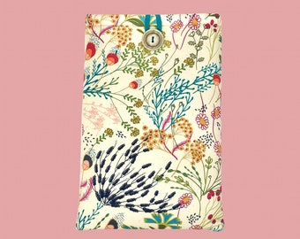 """MEADOW """"Page & Pocket"""" Book Sleeve"""