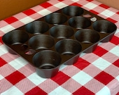 Griswold Cast Iron No. 10 Muffin Pan Popover Pan, P N 949, Variation 2, Restored, Seasoned, 11 Cups, Vintage