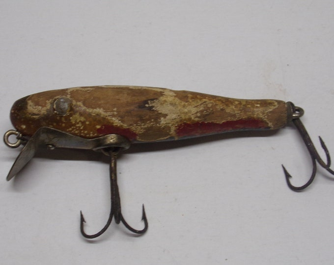 Vintage paw paw minnow lure made of wood from 1940s 1950s