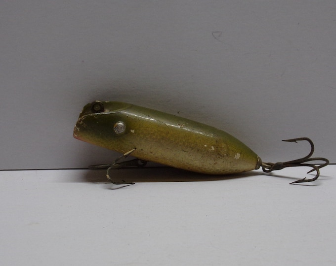 Vintage paw paw diving minnow lure made of wood from 1950s 1960s