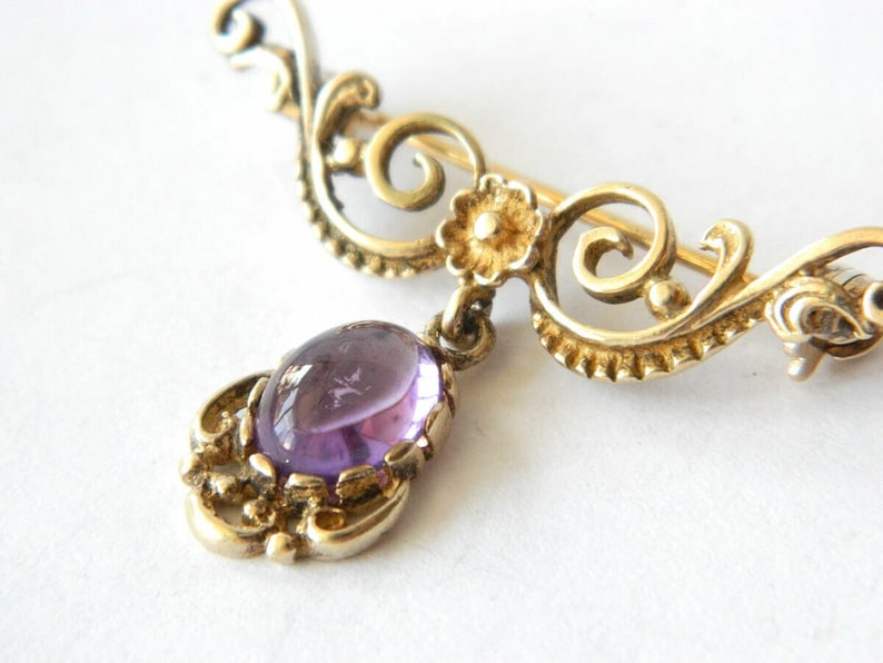 Art Nouveau Delicate Dangle Brooch 8K Yellow Gold with Amethyst Cabochon Gemstone Bar Brooch Antique 1900s