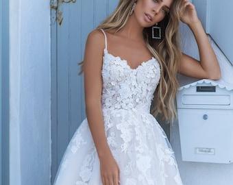 Wedding dress no sleeve Wedding dress a line  Wedding dress open back Lace wedding dress Wedding dress ivory Wedding dress with train