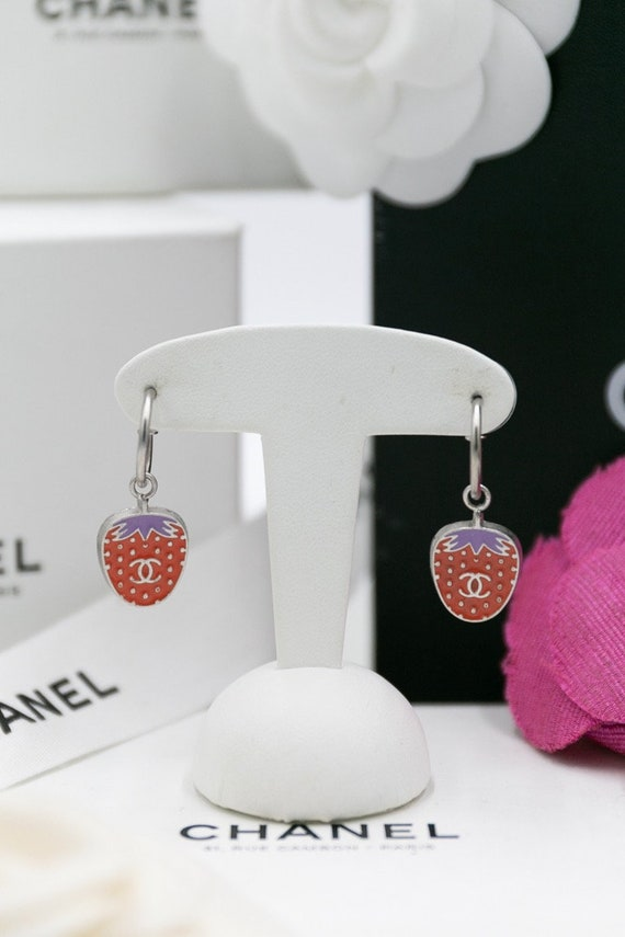 CHANEL Vintage pierced earrings with strawberries