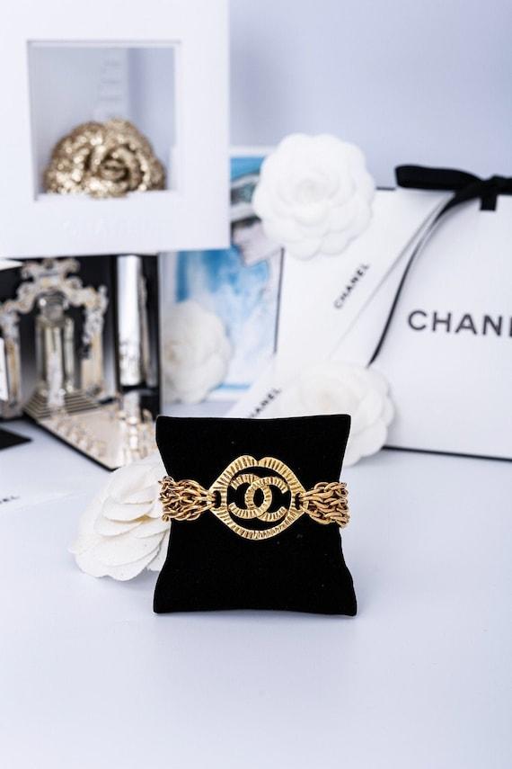 CHANEL Vintage CC bracelet logo