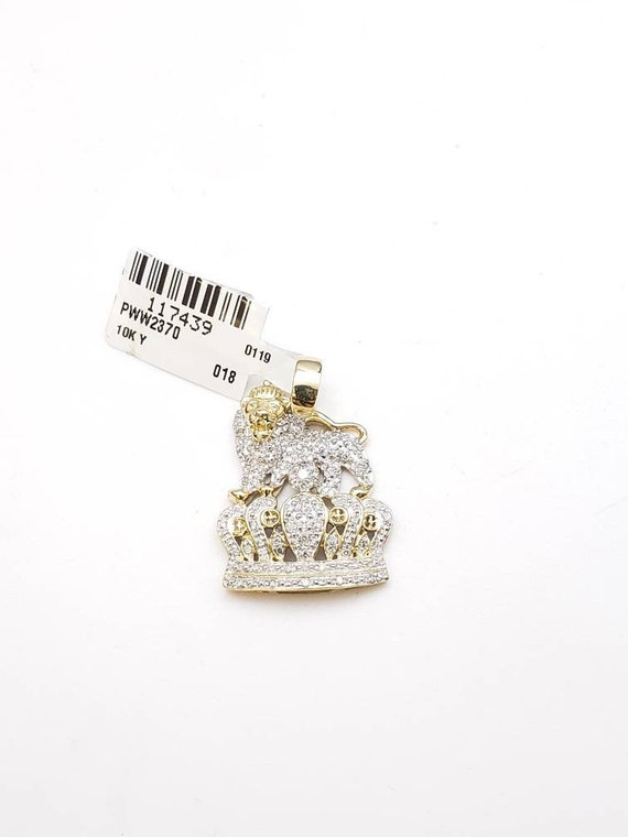 10k gold lion on crown pendant