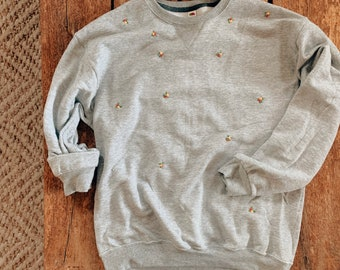 Grey Oversized Sweatshirt with Floral Embroidery, Aesthetic Sweatshirt, Retro Embroidered Crewneck Sweatshirt, Slow Fashion Clothing