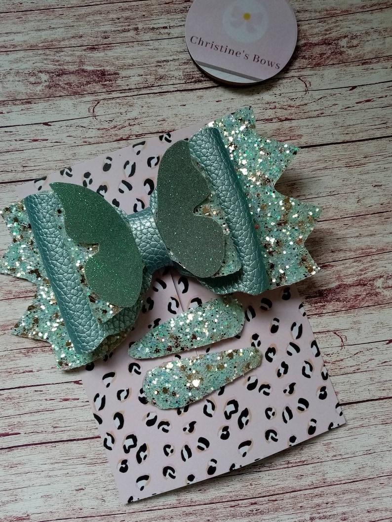 Medium Dolly bow and snap clip set