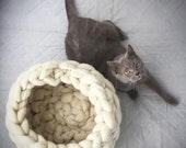 Chunky Cat Bed, Chunky Knit Pet bed, Pet cave, Pet Bedding, Merino Wool Cat bed, arm knit, knit house, Cat cave, Pet house