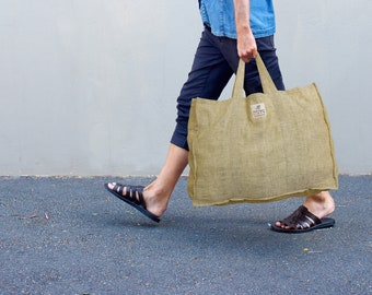 Black linen tote bag made of linen cotton waffle fabric with zippered pocket inside