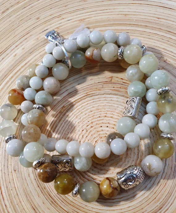 Namaste! Great jade bracelet with silver elements, connected to a ring
