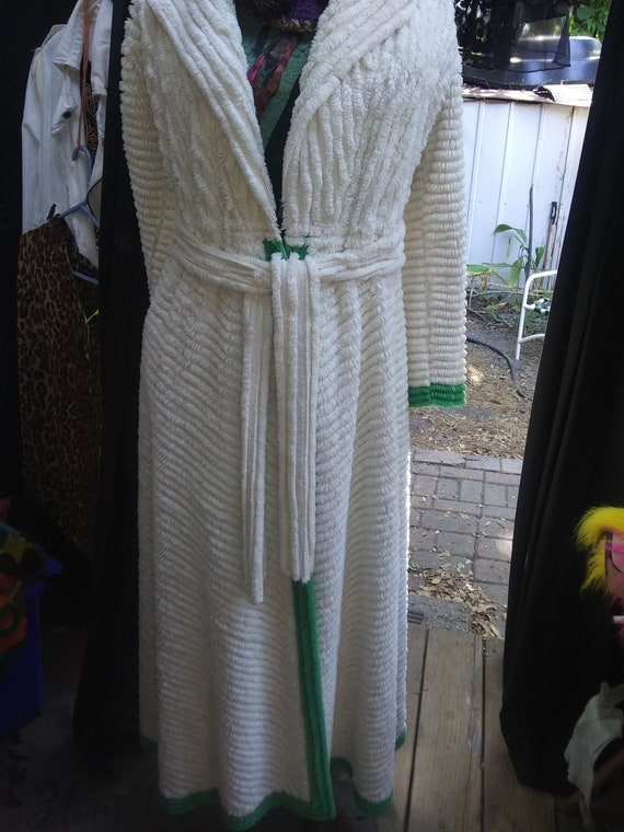 1940s Chanelle Peacock Bath Robe