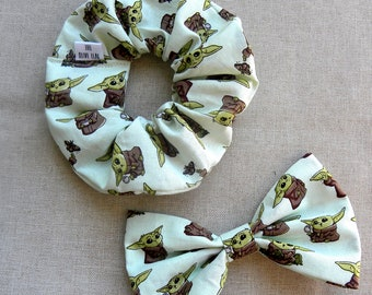Baby Yoda Scrunchies and Bows, The Mandalorian Scrunchies and Bows, Star Wars Gift, Baby Yoda Hair Accessories, Bow and Scrunchie Set