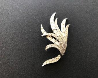 Boucher Style Raised Pave Rhinestone Center Gilt Rhinestone Leaf Brooch 20 grams