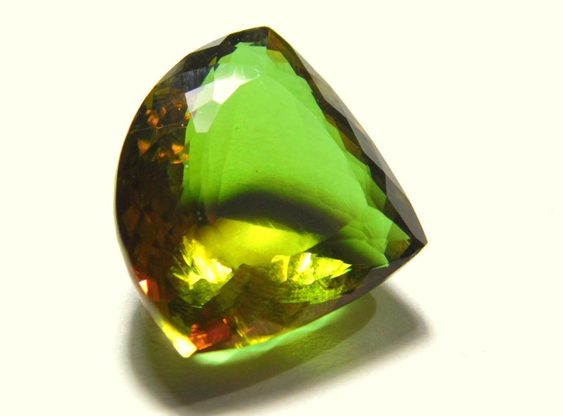 Green Color Natural Zultanite Triangle Cut 100/% Color Changing Zultanite Pink Color AAA Yellow Color Awesome Quality Attraction Piece A-1