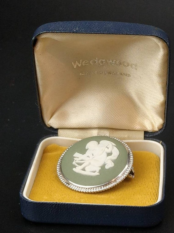 Green Wedgwood sterling silver brooch with Cupid