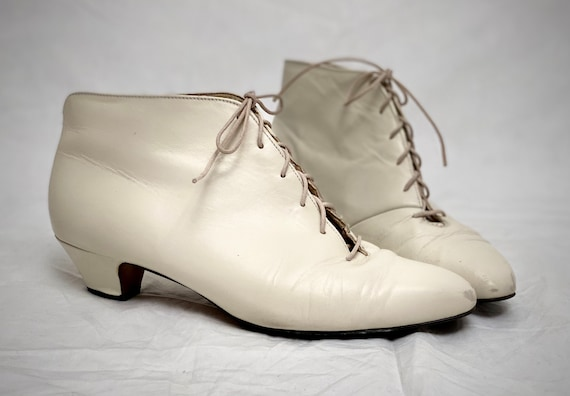 Vintage White Ankle Boots | Kitten Heel | Lace Up
