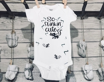 Baby Onesie I/'m So Stinking Cute Skunk Cute Funny New Baby New Parents Baby Shower Gift Nursery Clothing Infant Gerber Baby Clothes