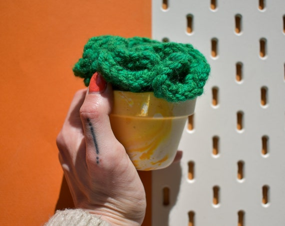Large Crochet Brain Cactus Succulent - Olive/Grass Green - Marble Effect Pot