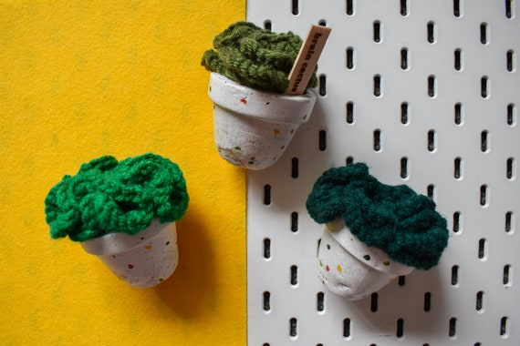 Large Crochet Brain Cactus/Succulent - Grass/Dark/Olive Green - White Jesmonite Pot