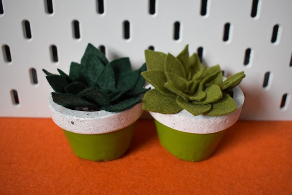 Large Felt Succulent - Bright/Dark/Grass/Olive Green - Green Jesmonite Pot