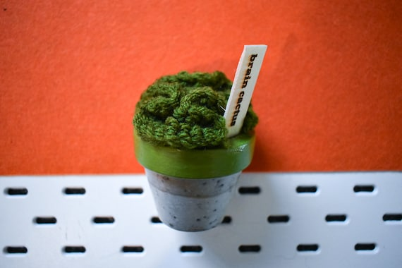 Large Crochet Brain Cactus/Succulent - Bright/Dark/Olive Green - Green Concrete Pot