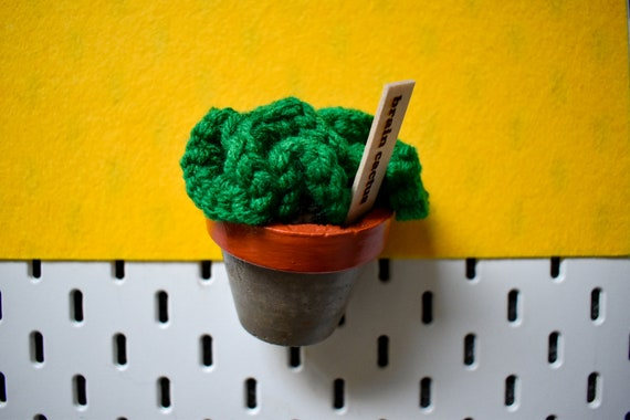 Large Crochet Brain Cactus/Succulent - Bright/Dark/Olive Green - Amber Concrete Pot