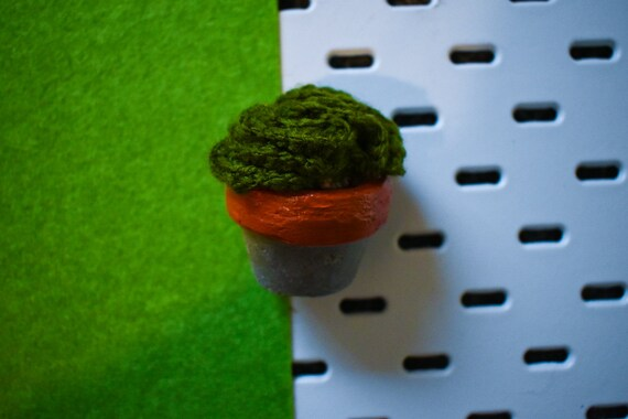Small Crochet Brain Cactus/Succulent - Bright/Dark/Olive Green - Amber Concrete Pot