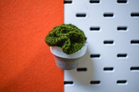 Small Crochet Brain Cactus/Succulent - Bright/Dark/Olive Green - White Concrete Pot
