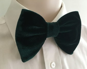NEW Handmade Mens Bow tie Vintage style 70/'s All over Logo Navy//Green Prom