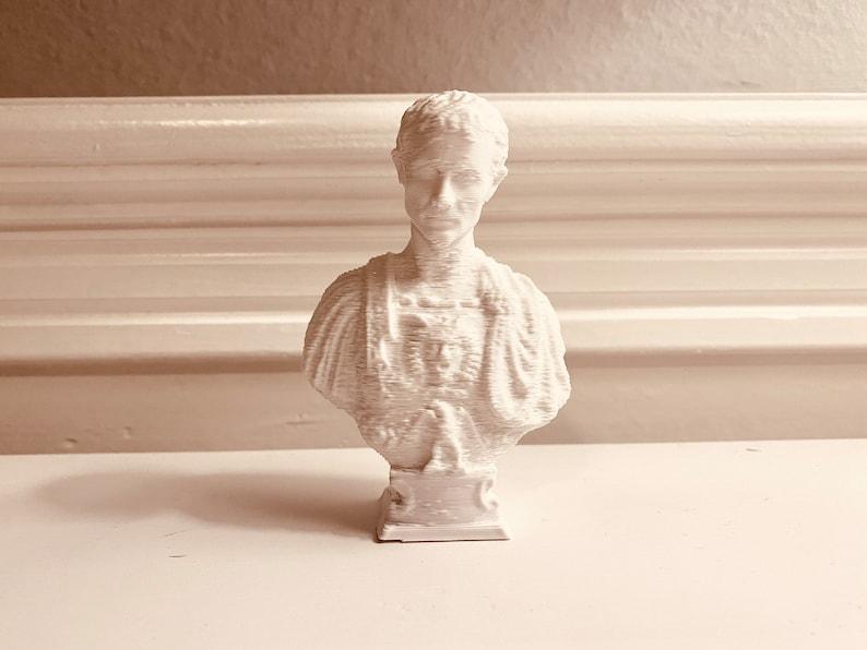 Decorative Art Statue for Office or Home Decor Julius Caesar Desktop Decoration Bust Sculpture