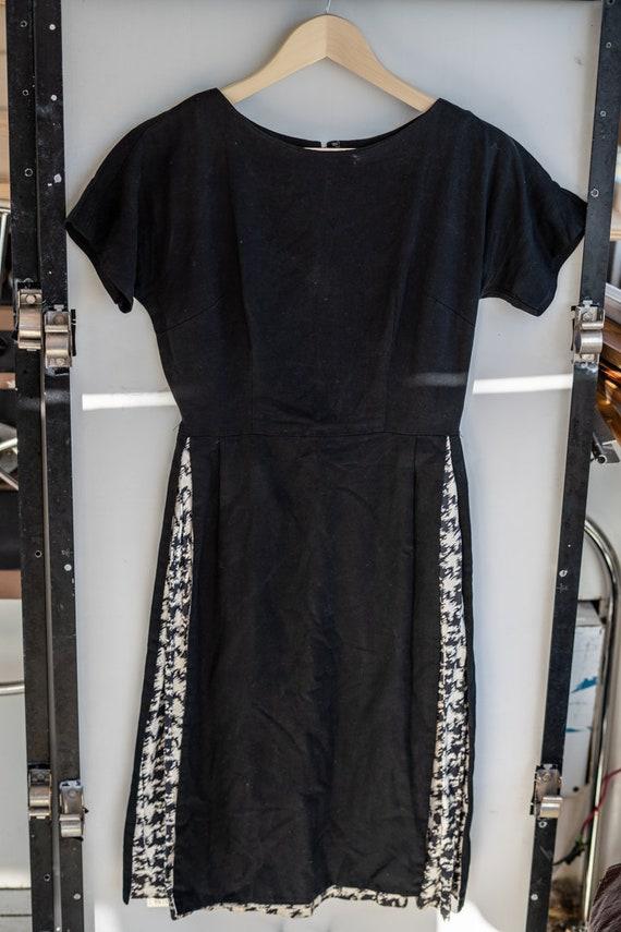 1940s Linen & Cotton Unique Peekaboo Panel Dress