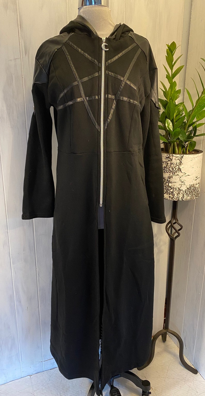 Cosplay Goth Steampunk Pentagon Hooded Long Robe W O-Rings /& PU Leather Brand New Without Tags