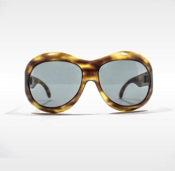Vintage sunglasses 1970s woman tortoiseshell