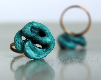 Turquoise ring made of papier-mâché for women