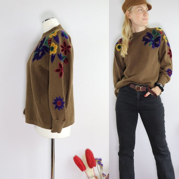 Magical wool sweater with floral embroidery