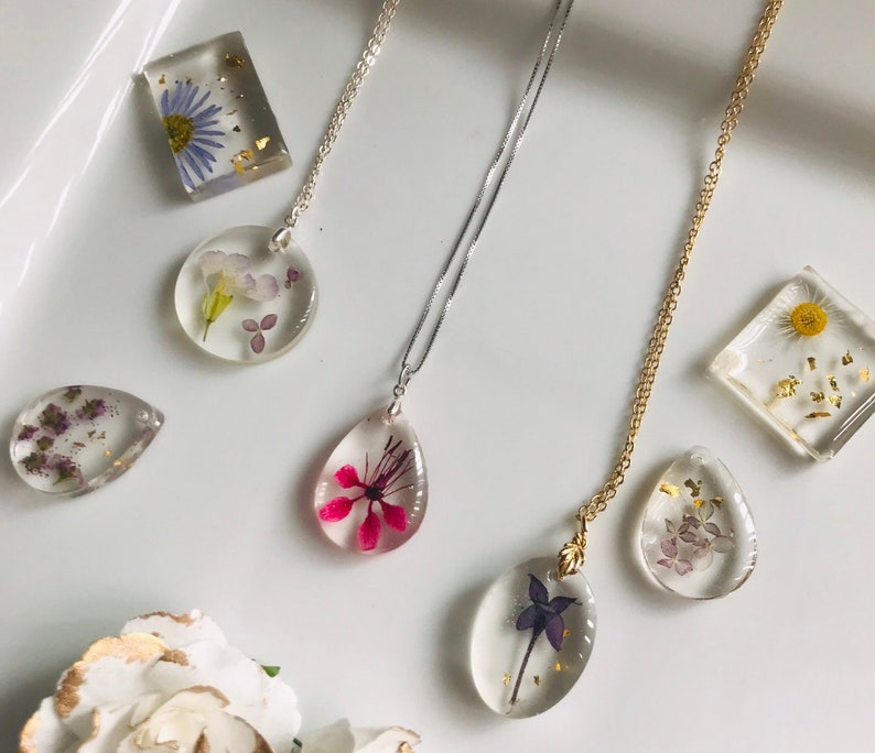 Real flower in resin Made to order wild flower necklace Pressed flower jewelry flower resin necklace
