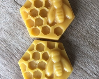 Natural bee wax in puck/block (25 grams) produced in France