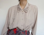 Vintage 90's Shirt Blouse Ornaments beige RETRO style and Chic
