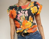 Vintage 90's T-Shirt Blouse with Flowers  // Retro Style