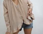 Vintage 90's Retro Shirt Blouse Beige with ruffles and pleats elegant // RETRO STYLE