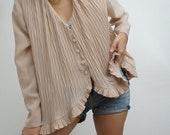 Vintage 90's Retro Shirt Blouse Beige with ruffles and pleats elegant // RETRO STYLE