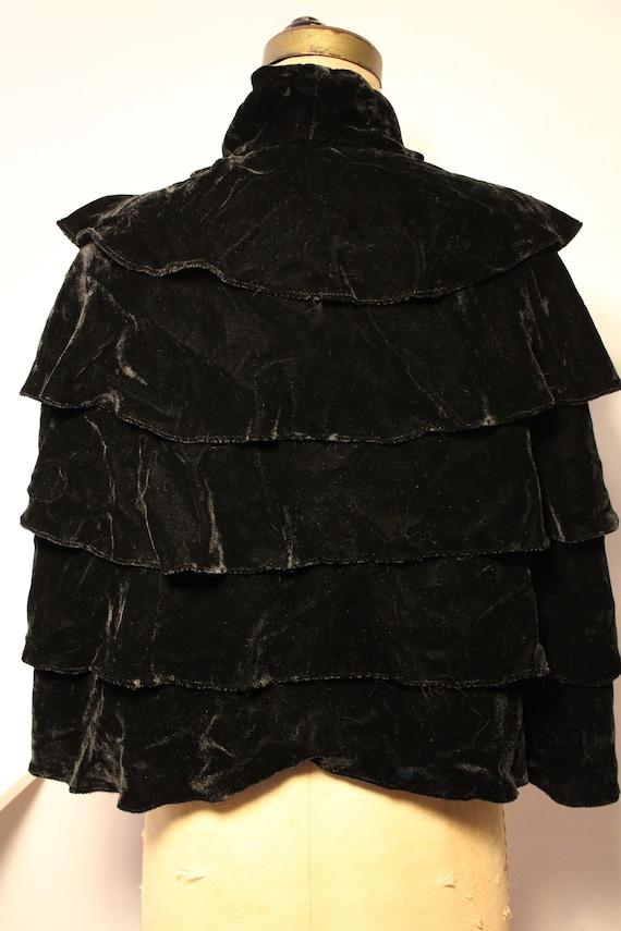 Black silk velvet cape, 1900 / Black silk velvet … - image 4